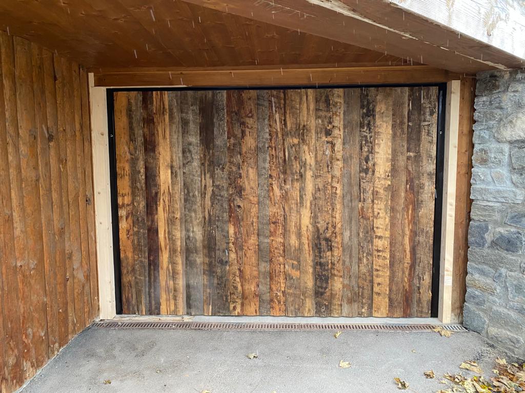 porte de garage bois en station tignes